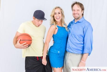 NaughtyamericaVR – Step Mom Screw