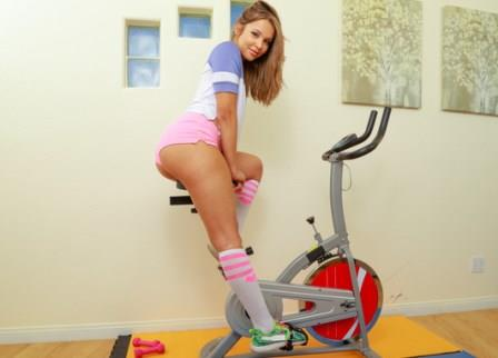 NaughtyamericaVR – Working Out With Liza Rowe